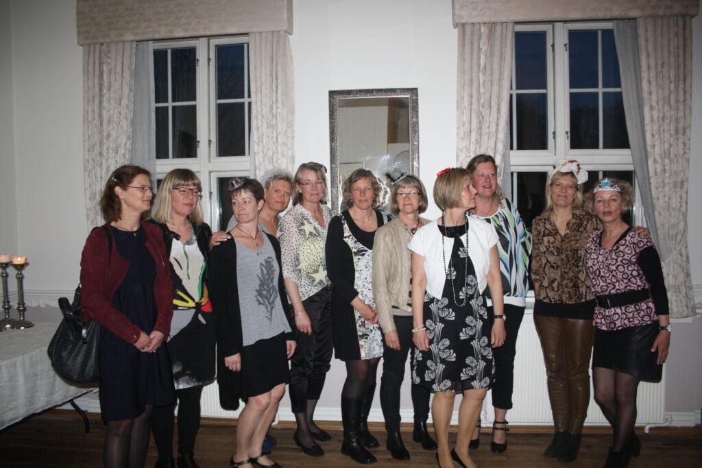 10 års jubilarer fra venstre: Anette Wolff, Jette Lindberg Andreassen, Margit Agerboe, Kirsten Blak, Merete Outzen, Helle Severinsen, Dorthe Andersen, Dorte Laursen, Tina Koldkær og Susanne Lyngby.